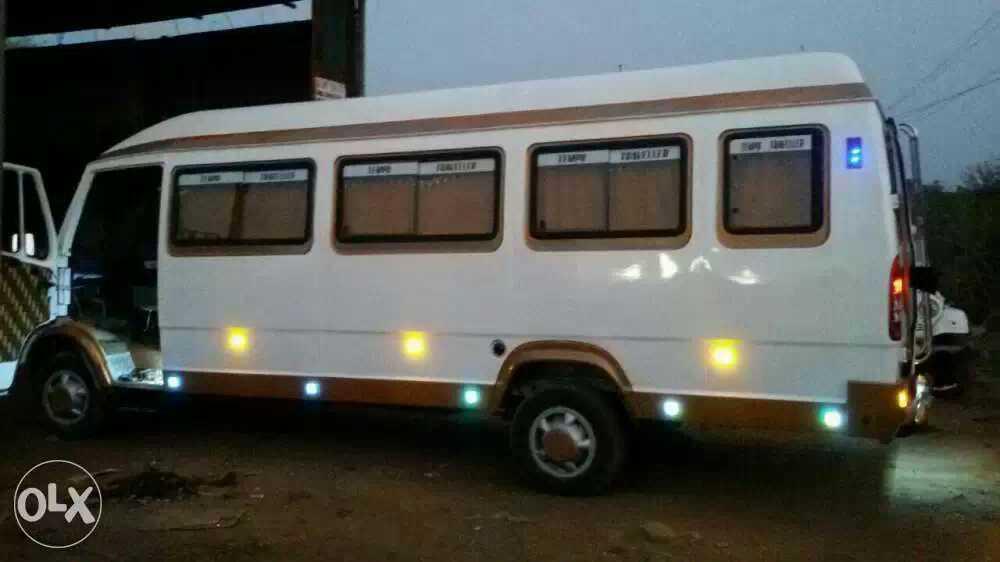 mumbai : Bus Bazaar in Pune, India