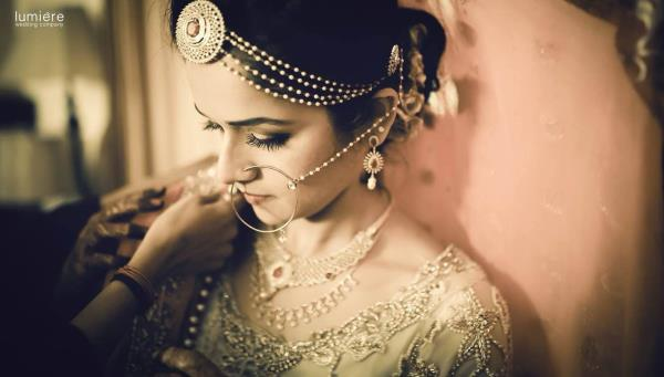 Gorgeous brides always takes the crowd by storm. Dont they ?!?