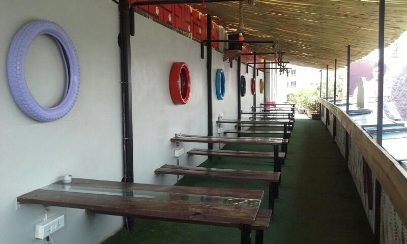Hookah Parlour  Red Rascals have their own Licensed Hookah Parlour with a spacious sitting arranngement in the posh area of Race Course, Vadodara.