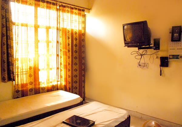 Sarover Girls PG @ 9810010123 @ Girls PG in Mayur Vihar. All the rooms being offered is fully furnished room some are like studio rooms also with all basic amenities. P.g for girls in mayur vihar, AC PG for Girls in Mayur Vihar, AC PG for G - by Sarover Girls PG @ 9810010123 @ Girls PG in Mayur Vihar, East Delhi