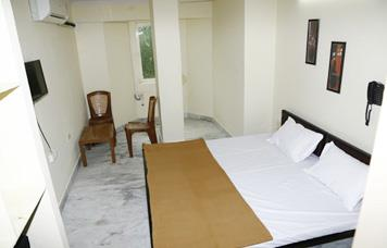 Santoshi Villa @ 9717966830 @ Girls pg in East Delhi. Fully Furnished Rooms along with Internet and Cable Facility. R.o. Water System. Girls pg in east delhi and near laxmi nagar metro station.  - by Santoshi Villa @ 9717966830 @ Girls pg in East Delhi, East Delhi