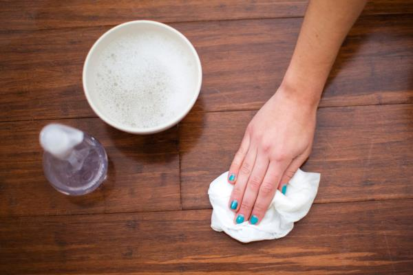 Worrying about how to #clean your #hardwood #floors after the #party ? Well, don't worry, we have some nice tips for you:   http://platinumflooringcompany.com/clean-hardwood-floor-party/
