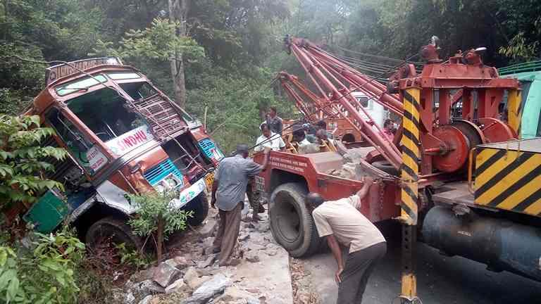 Truck. Bus heavy vehicle towing recovery  We tow all heavy vehicles like multiaxle trucks ranging from 6x2 to 10 x4 multiaxle Buses  tractor trailers etc We are exclusively good in  recovering  heavy vehicles We are providing the services for the past 60 years with excellent expertise Pl call us for the services at 9843010433