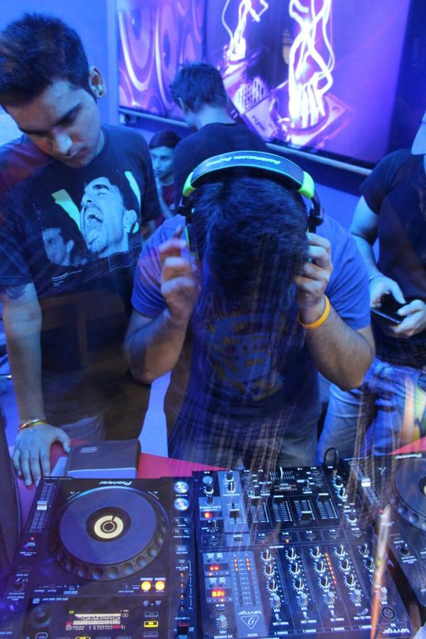 Course in Disc Jockey Become coveted entertainment gurus for disco and parties. Course Goal Introduction to DJing (Types of DJ's) History & Evolution of DJing Familiarization with DJ Acoustics Science of Beats & Sounds Equipment Connections - by Livewires North Delhi, New Delhi