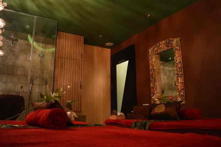 nirvana spa n wellness center provides u with an unforgettable experience of spa therapies , a spa which in true sense exemplifies the meaning of wellness , the concept of spa therapies cannot be understood unless u take a spa session , it' - by Nirvana Spa 'n' Wellness # 9873507095, New Delhi
