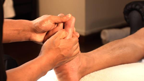 REFLEXOLOGY FOR OSTEOARTHRITIS Osteoarthritis affects three times as many women as it does men, and is characterized by inflammation of some joints, causing creaking, stiffness, swelling and loss of joint function, deformity and pain. It is - by Foot Haven India Pvt Ltd Contact Us: 9952010101, Chennai