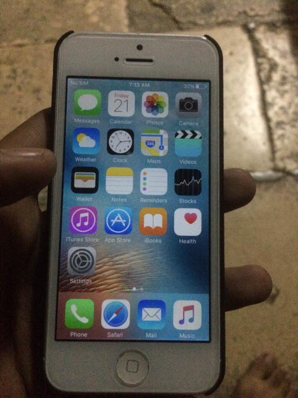 apple iphone 5 16gb silver colour only phone 90% condition only 9500/- fast call