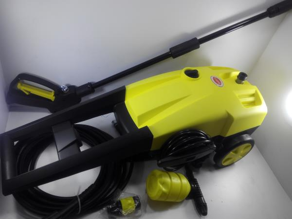 Compact mini pressure washer pumps available for car washing applications