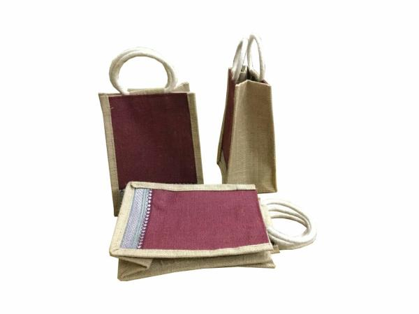for small size jute bags and customised size jute bags give a missed call to us on 9666829906, 8801380100, www.Indian jute bags.com,  www.Facebook.com/indianjutebagshyd