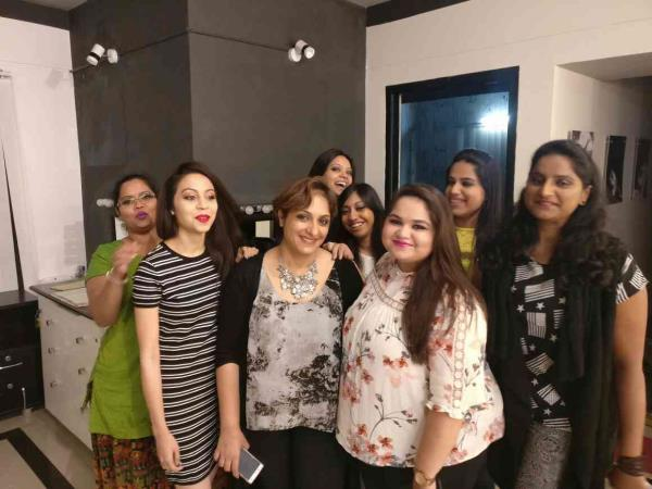 Professional Makeup courses in Bangalore at Zorains Studio.  Visit www.zorainsstudio.com for course details  Call Zorains Studio on 9900032855 for registrations