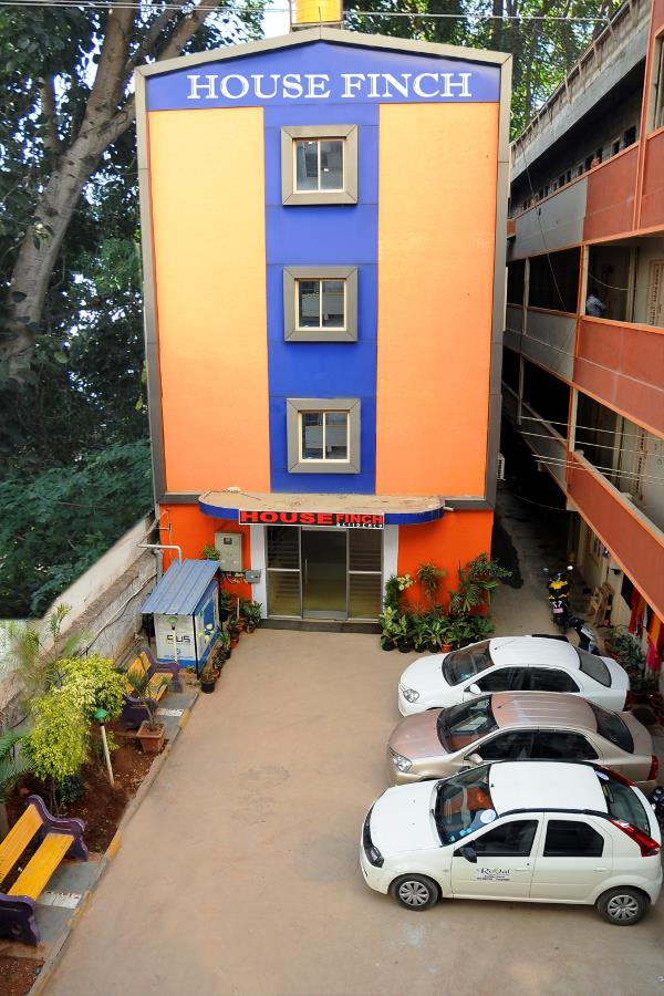 Housefinch residency is the best budget hotel close to the international airport, bangalore. Which is just 8km from the airport and is on the bangalore hyderabad highway only.