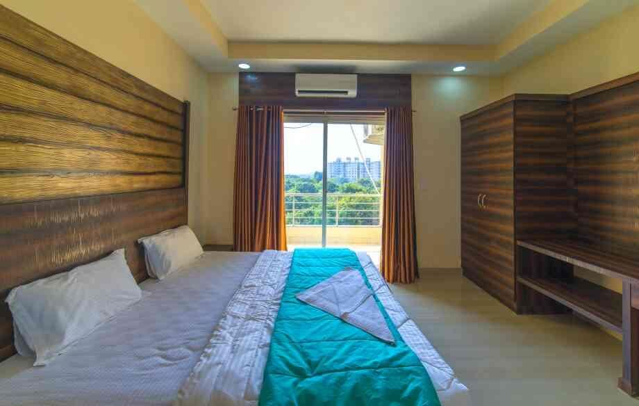 Spacious Air-conditioned rooms. Great view. 5 Minutes drive to the airport. Ocean View is the best place to stay in Dabolim Goa at unbelievable prices. Call to book now +91 9873642589