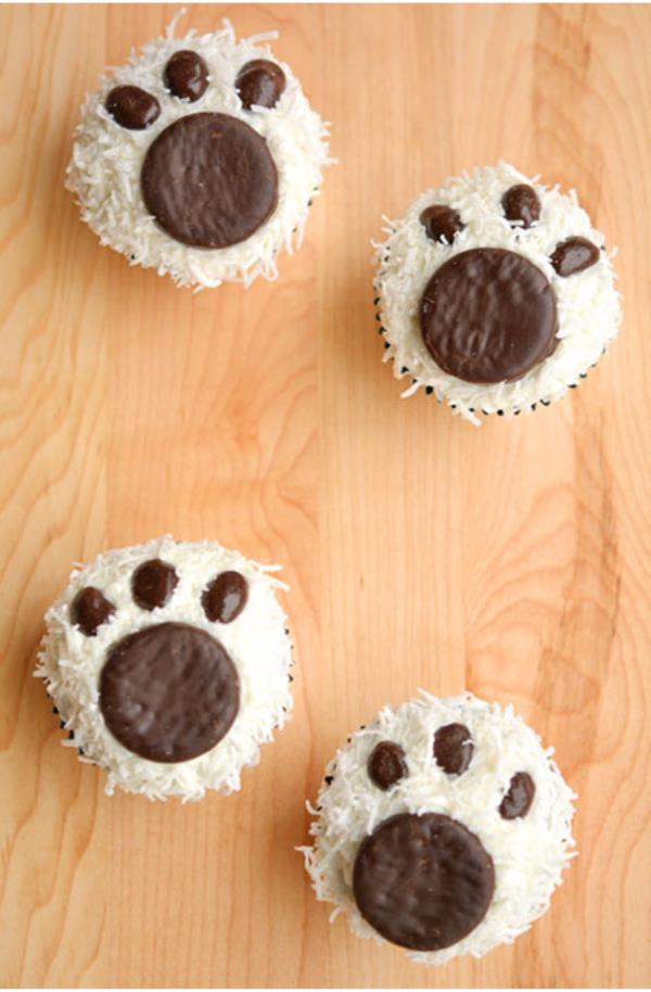 🎅 Merry Christmas!!! 🎉 ❄ ✨ ⌛ ✈ ☁ ☝  🎁 👍 🚙 ⏳ 🚤 🚙 🚁 🙈  Polar Bear Paw Cupcakes No fancy icing skills needed. Just dunk your cupcakes in coconut and press on a Peppermint Patty and some chocolate covered raisins. - by Technews us, Kolkata
