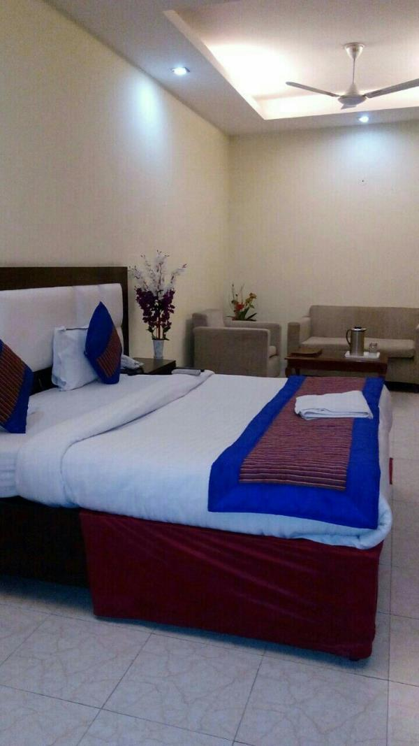 Hotels offering free meals in Mahipalpur. - by SMS Rooms, New Delhi