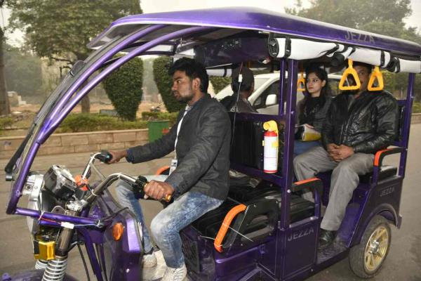 strong chassis electric rickshaw