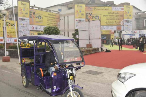 battery operated electric rickshaw