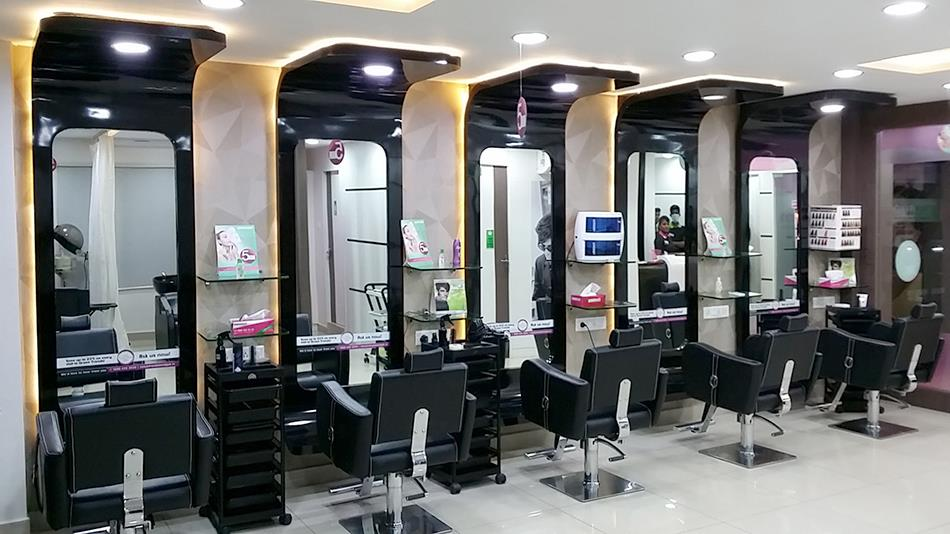 Parlour Timings :-  Gents : 8.00Am To 9.00Pm  Ladies : 9.30Am To 8.30Pm  Greentrends, Above Axis bank, VOC Nagar, Thanjavur.