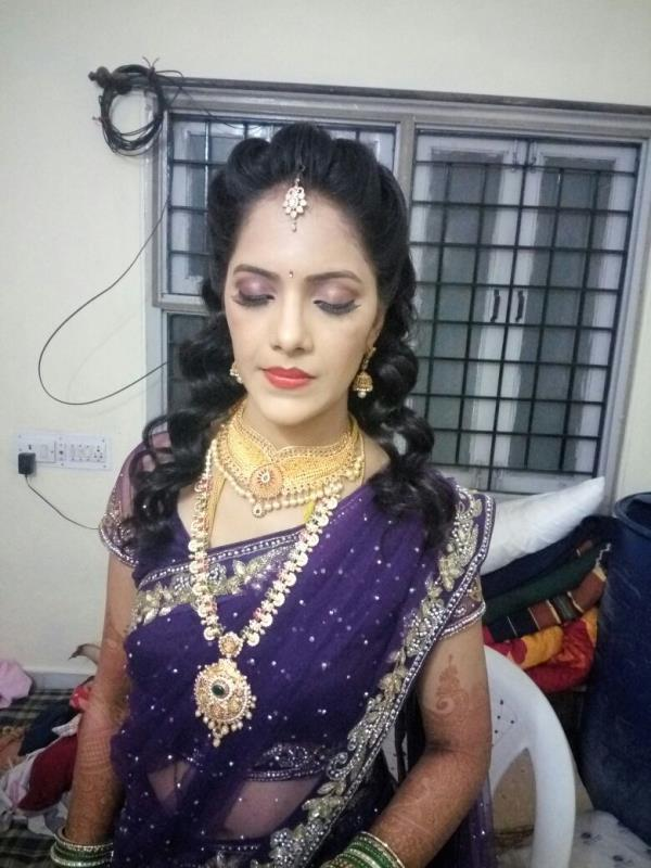 best bridal makeup artist in kukatpally. We are the specialist for hair beauty  salon. Sachin family salon is the one of the best salon maker in hyderabad. we have done make party makeup since 20 years . for more information contact 9885454249