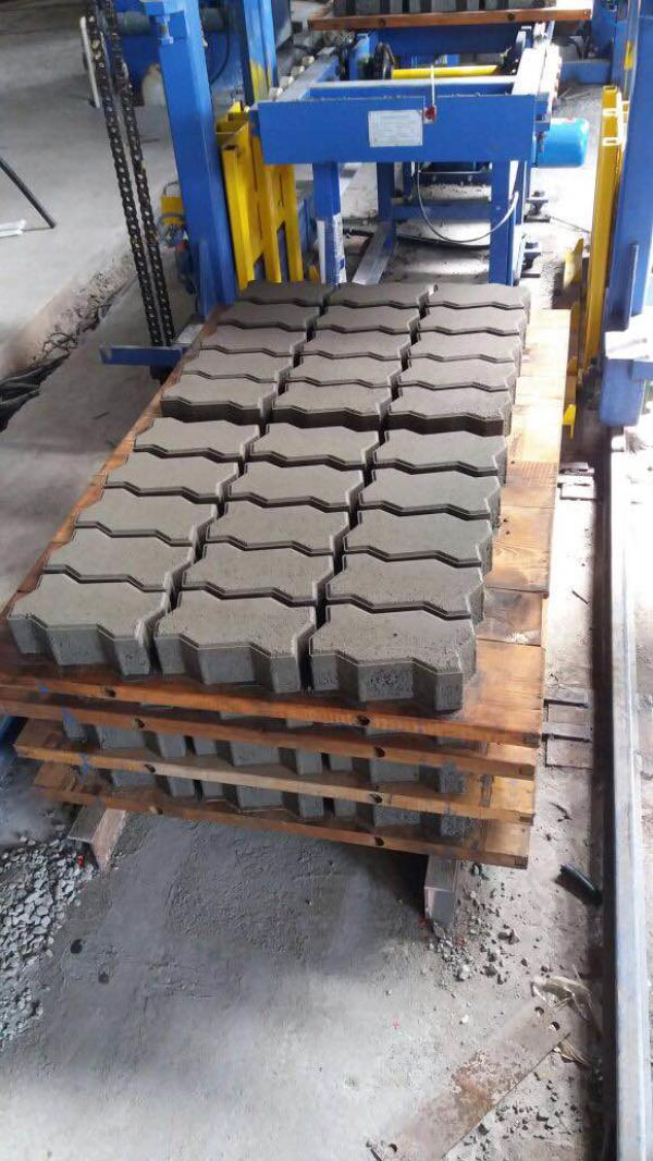 M 40 pavers made from reit machine