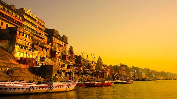 The wandering soul seeks to calm and #varanasi is one place that can give this all. The mesmerising Varanasi offers you this and more. Satiate your inner self with these 10 things you can do to calm your inner self . http://buff.ly/2kcAPJE to