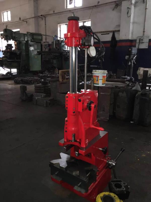Cylinder boring machine with came model boring stand