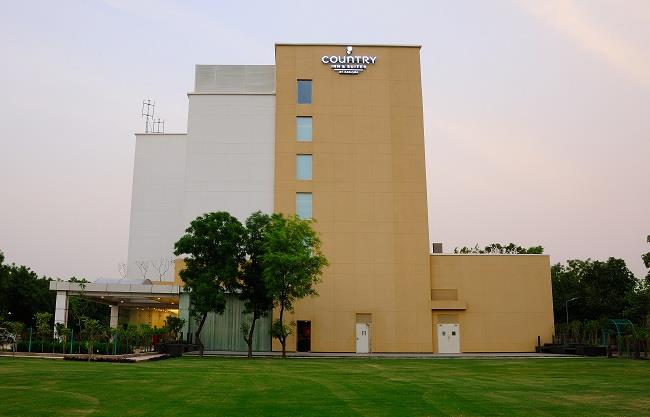Whenever someone plans for a Trip or Tour to any place, they first search for some Comfortable and Luxury Hotel to stay which should have Reasonable Price. If you are looking for the following then you are at right Place:  Luxury Hotels in  - by Country Inn & Suites By Carlson, Gurgaon Sohna Road, Gurgaon