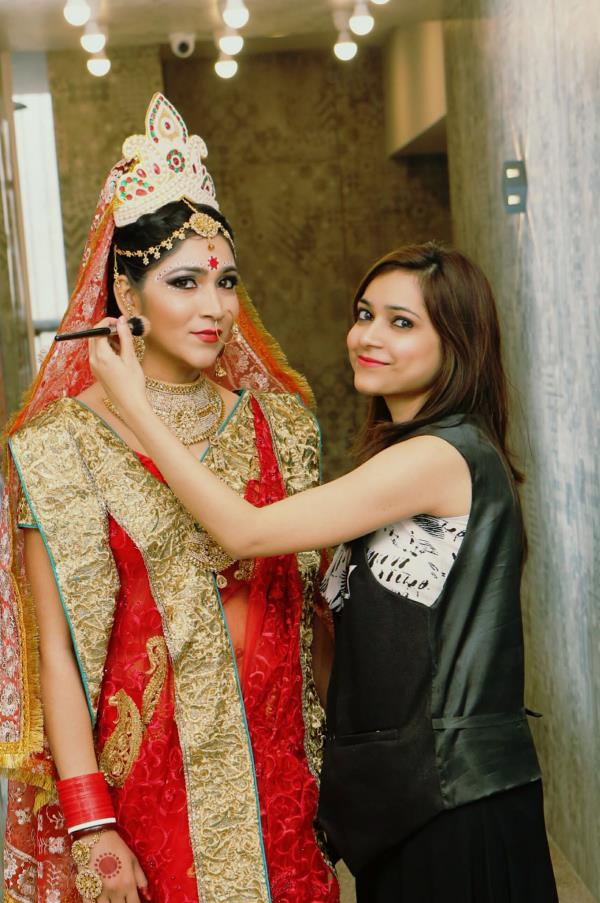 The BENGALI Bridal look created by Aashmeen Munjaal's Star Makeup and Hair Academy Student in their exam.  Excellent work done by Hair & Makeup academy students.  Best makeup training institute in delhi. Best hair training institute in delhi  Aashmeen Munjaal's Star Hair & Makeup Academy