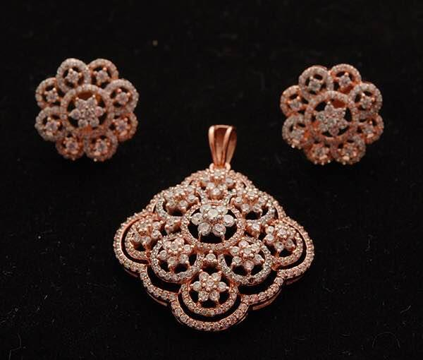 Diamonds are always welcomed by Jewellery Lovers. This Rose Gold Pendant Earring Set has its own value in jewellery fashion world. With high quality of overload Diamond Clusters in traditional Indian floral design from Jaipur Jewellers.