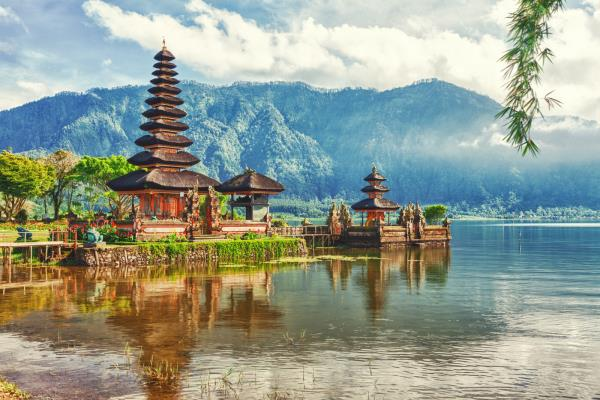 Honeymoon tour to Bali - A destination with abundance of natural beauty. Good food and full of masti   .  Please contact us :uholidays@gmail.com Ph no : 09213531173
