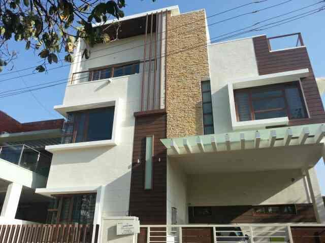 Modern contemporary villa designed by Jacob & Shimu, Montimers Architects, Koramangala, Bangalore.  www.montimers.com 9341235616 08025534834