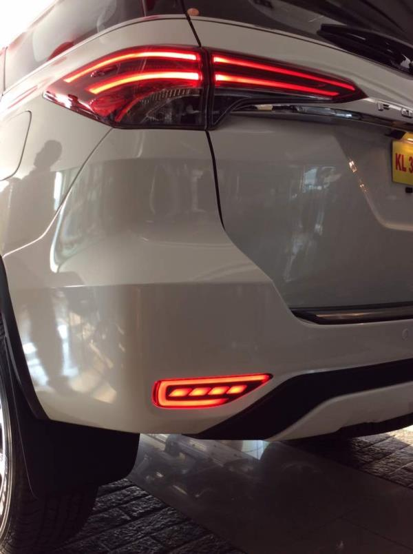 rear reflectors for all new toyota fortuner 2017 @motominds...fortuner modified