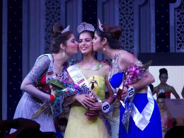 Best Bridal Makeup Artist akeup In Zakir Nagar  Jamia New Delhi. Miss Indian Makeup by Hena Ahmad