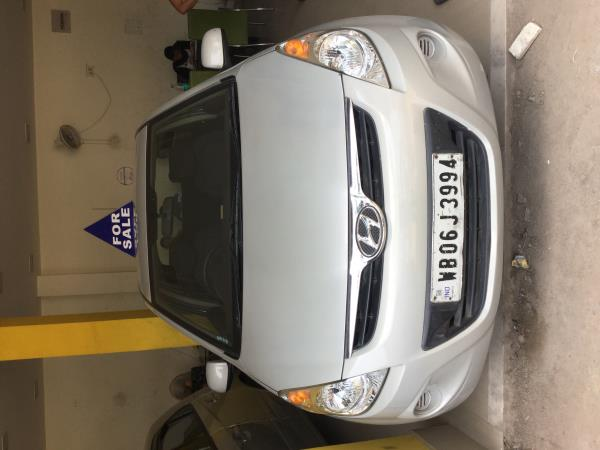 second hand used hyundai i20 magna for sale original and only 35000kms run owner driven car..