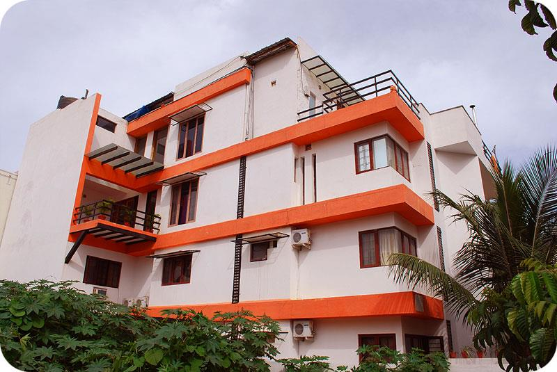 Budeget Service Apartment in Koramangala   Facilities will be complementary breakfast and wifi connection   Non A/C 1300 , A/C 1500  per day .  NOn A/C 25000 , A/C 28000 per month