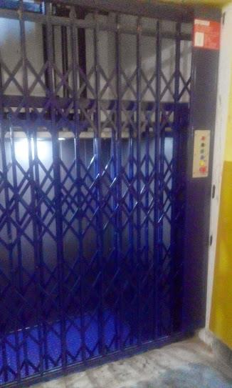 Hydraulic cargo lift Used in all types of industry Capacity 500 – 4000 kgs Number of floor as per Customer requirement,