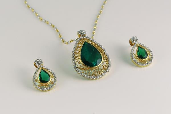Gold diamond pendant set gold with diamond pendant set looks very gold diamond pendant set gold with diamond pendant set looks very pretty latest collection mozeypictures Images