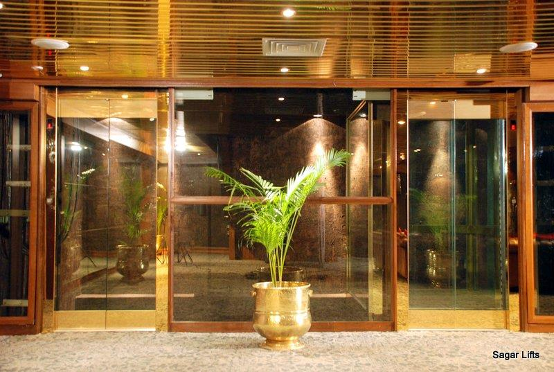 High quality Capsule lifts in Mumbai. Best Glass lifts in India.