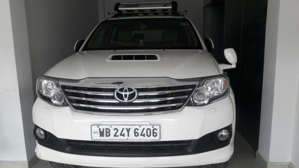 Toyota Fortuner used car in Rs 1700999 only making year 2015. Fortuer3.0 4×4 At Automatic fuel type Diesel 46000km available now kolkata carbazar pvt ltd