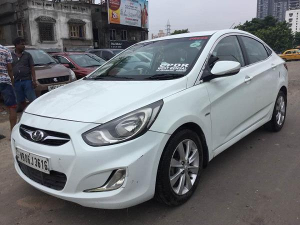 Hyundai verna Fluidic 1.6 3x Used car Taxpaid upto 2022 less driven by owner 38000km original colour now in owner showroom kolkatacarbazar pvt ltd price 4, 29, 000.00 only