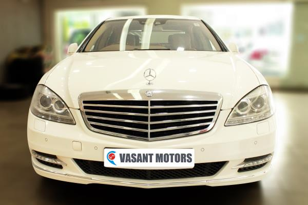 MERCEDES-BENZ V221 - S350CDI L AT BSIV, (DIAMOND WHITE COLOR, DIESEL) 2010 model done only 83, 000kms in absolute mint condition... buy now and get one year #service pack from us. For further info call 7569696666