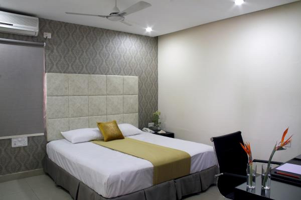 At home serviced apartments near to HICC & HITEX. At home services offer luxurious apartments of international standards, fully designed and furnished to suit the requirements of a busy, modern working professional on the move. Athome is one of the leading providers of temporary living and short term relocation services in Hyderabad. We are renowned for providing added attention to guest's needs and special requirements. We also have large number of well-maintained two & three bedroom flats in Hyderabad, where you can rent individual rooms on single occupancy or twin-share basis. We also provide corporate guest houses.