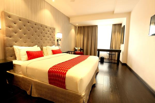 3 star hotels in Hyderabad near hitech city. Deccan Serai 3 star hotels in Hitech city Hyderabad is well known for offering friendly services. Guests can take help of easy transportation services in and around various eminent tourist attraction spots in the best city of Hyderabad.  We offer world class services, so that your stay in Hyderabad is convenient and most comfortable. If you are here for work, you can make sure that with us you will get a good night's rest, so that you can meet your goals in time. Or if you are here for leisure, you can be sure that you will find comfort at our 3 star hotels after a long day seeing the sights and shopping on the streets of Hyderabad.