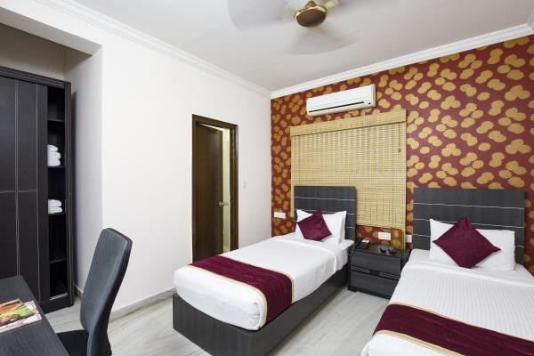 Athome serviced apartments & At home suites , we take the utmost care to scout locations that suit your needs. Travel time to some of the most known and busy hubs are perfectly timed to allow the guest to travel at minimal distances. Our service apartments in Hyderabad are located in some of the best Locations with rooms that don't look like matchboxes. There is enough of leg space to unwind and beautifully  to relax the mind. We keep in mind a decor for our serviced apartments in Hyderabad that makes you feel at home. The room has minimalistic furniture. If there are larger groups of trainees or exhibitors or team members we can cater to accommodating them too. Athome has multiple stay options at each of our current locations i.e Hitech city , Kondapur & Gachibolwi etc. We prefer never to discomfort our guests but any breakdown is reported and addressed within no time! Our caretakers who our stationed at the Athome service apartments are trained to handle corporate guests and make sure that there are no complaints! They can cook, clean and surely make some conversation too!   At all our Athome service apartments , you will find well furnished and luxury service apartments which are best applicable for corporate and residential purposes.