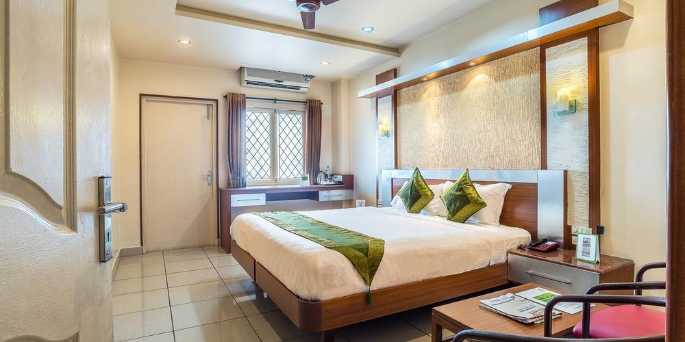 Luxury Class Hotel in Coimbatore  Hotel Navaratna located in hart of city. Easy to access to all major point of Coimbatore face.