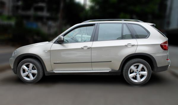 BMW X5 XDRIVE ( PLATINUM BRONZE METALLIC COLOR, DIESEL), 2011 model done only 80, 000kms in absolute mint condition... buy now and get one year service pack from us. For further info call 7569696666