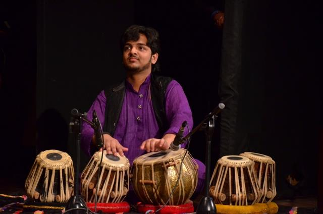 Tabla Classes in South Delhi  Description :-In the Hindustani style tabla is played in two ways: band bol and khula bol.In the sense of classical music it is termed