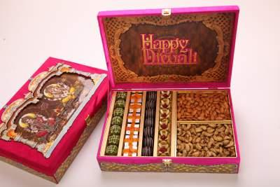 Our Valued Customers deserves something Invaluable !!  Dadus#diwalispecialgifts#gift an experience#purespecialbeautiful#onlyatdadushyderabad !!  - by DADU'S HYDERABAD, Hyderabad