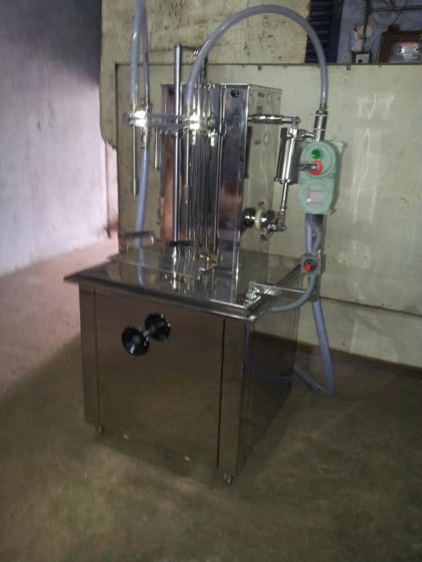 Oil filling and screw capping Machine manufacturer and suppliers in Ahmedabad Gujrat India