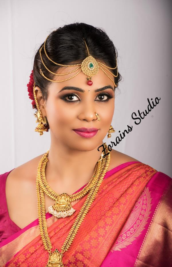 If you are working woman, but want to become a professional makeup artist, Join Weekend Bridal Makeup Course at Zorains Studio, Bangalore. First batch starts from November 18th, It is 8 day course. Call 9900032855 for registrations or Visit our website www.zorainsstudio.com  for course details