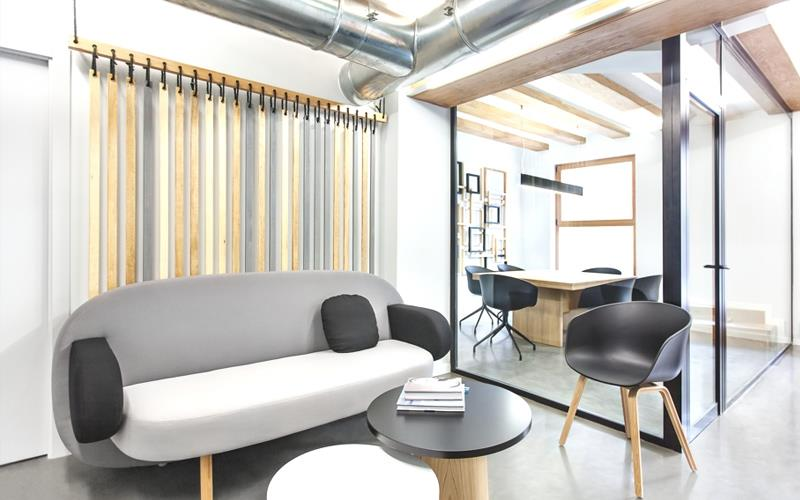 We are one of the leading organizations involved in offering Commercial Interior Designing Services. Our interior decorators use finest quality material for designing the interior or exterior of commercial sectors like hotels, offices, showrooms and institutes. In addition to this, we provide a completely new and refreshing look to the interiors through our furnishing services.